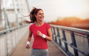 Mulher correndo, dica vida saudável - Magnus Personal Trainer