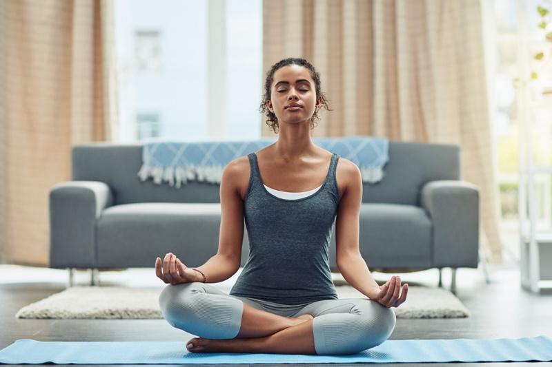 mulher meditando para emagrecer - Magnus Personal Trainer